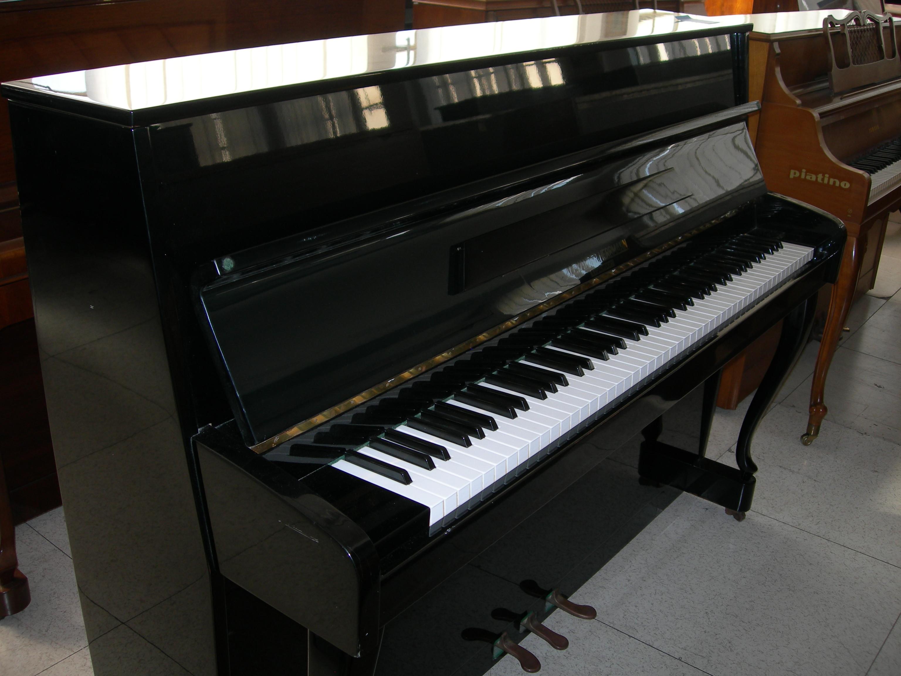 Pianoforti: Pianoforte verticale Hermann