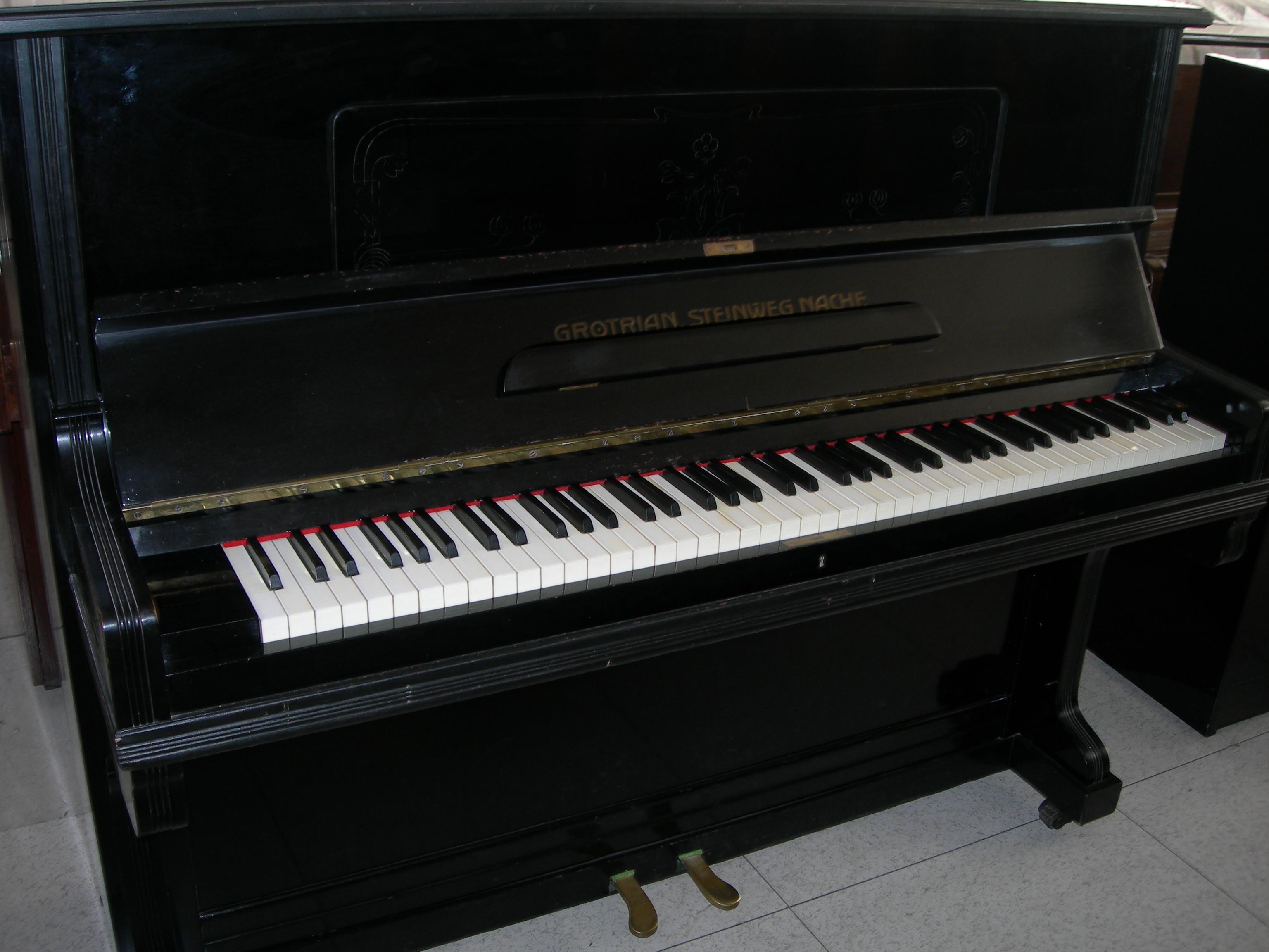 Pianoforti : Pianoforte verticale Grotrian Steinweg